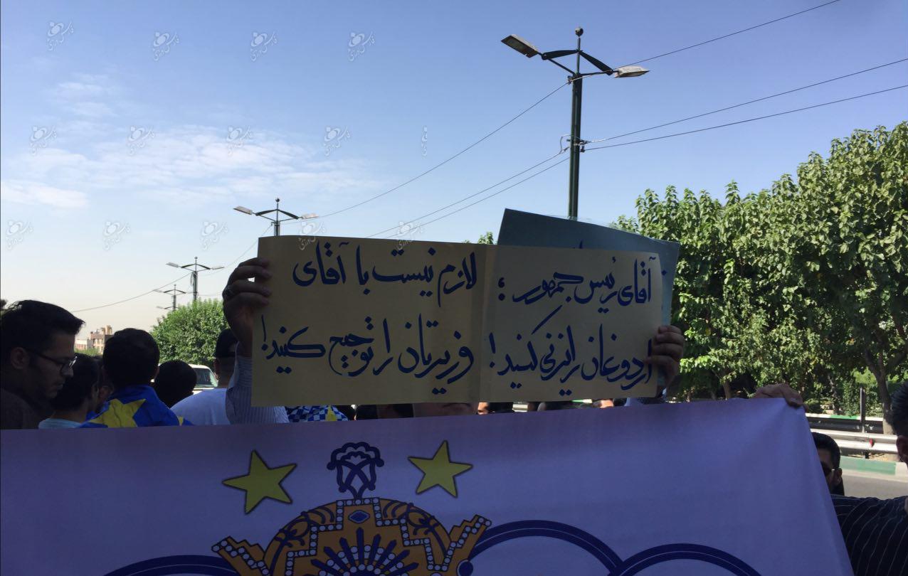 کنایه هواداران استقلال به روحانی برای مذاکره با اردوغان به خاطر پرسپولیس+ عکس و فیلم