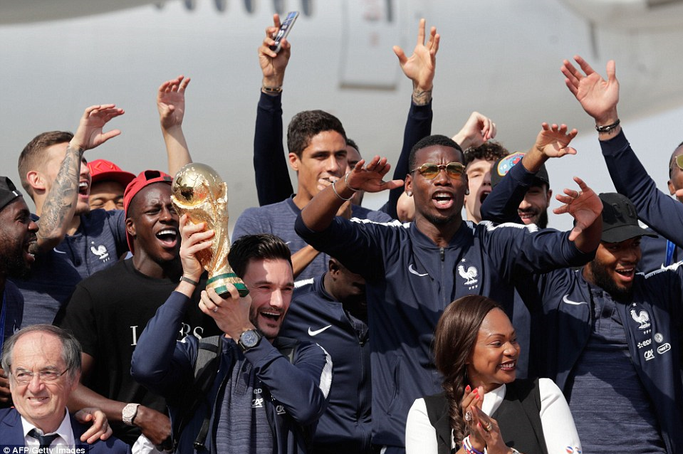 شور و هیجان در پاریس/استقبال گسترده از اعضای تیم ملی فوتبال فرانسه+تصاویر